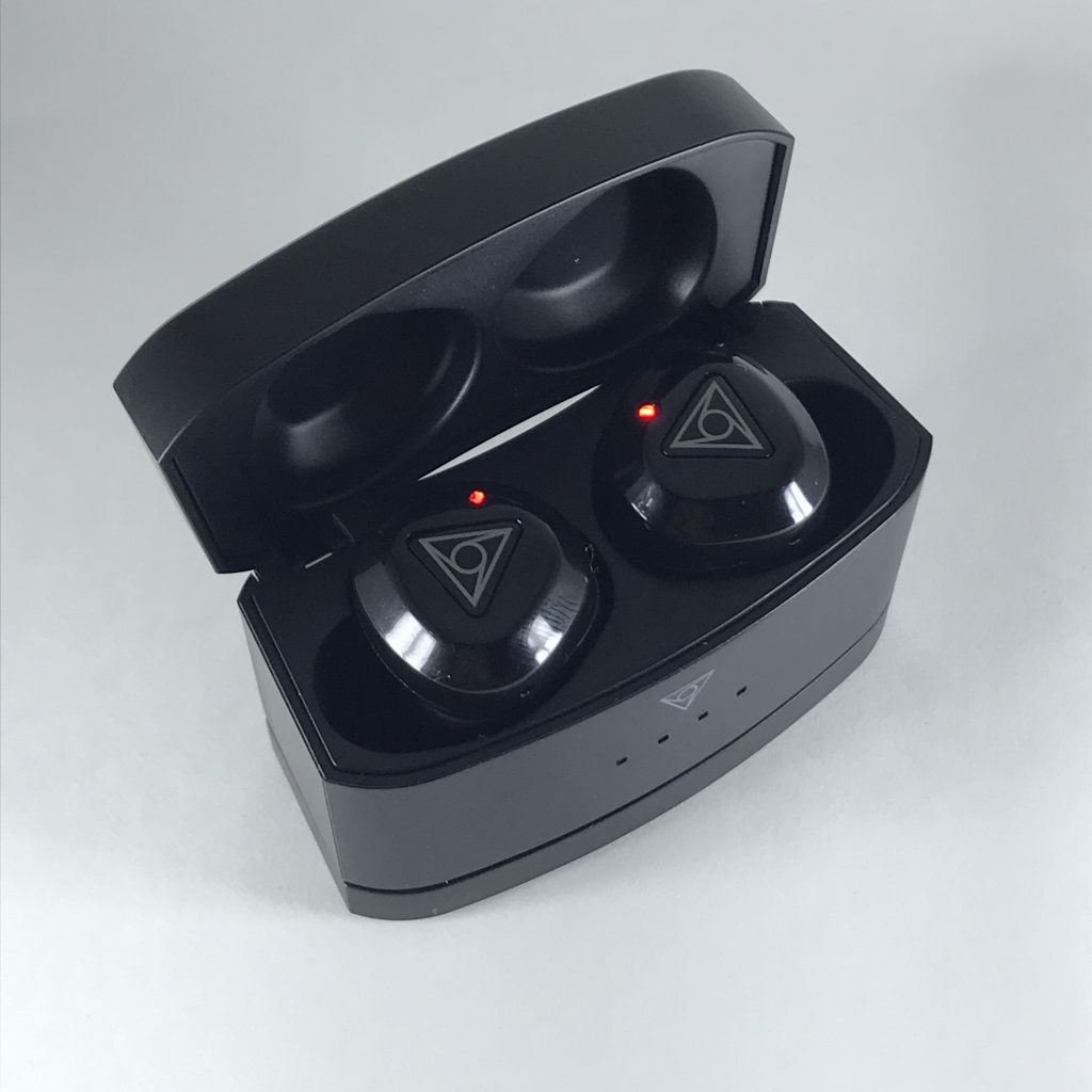 vie_fit2_case_earphone_chargelight