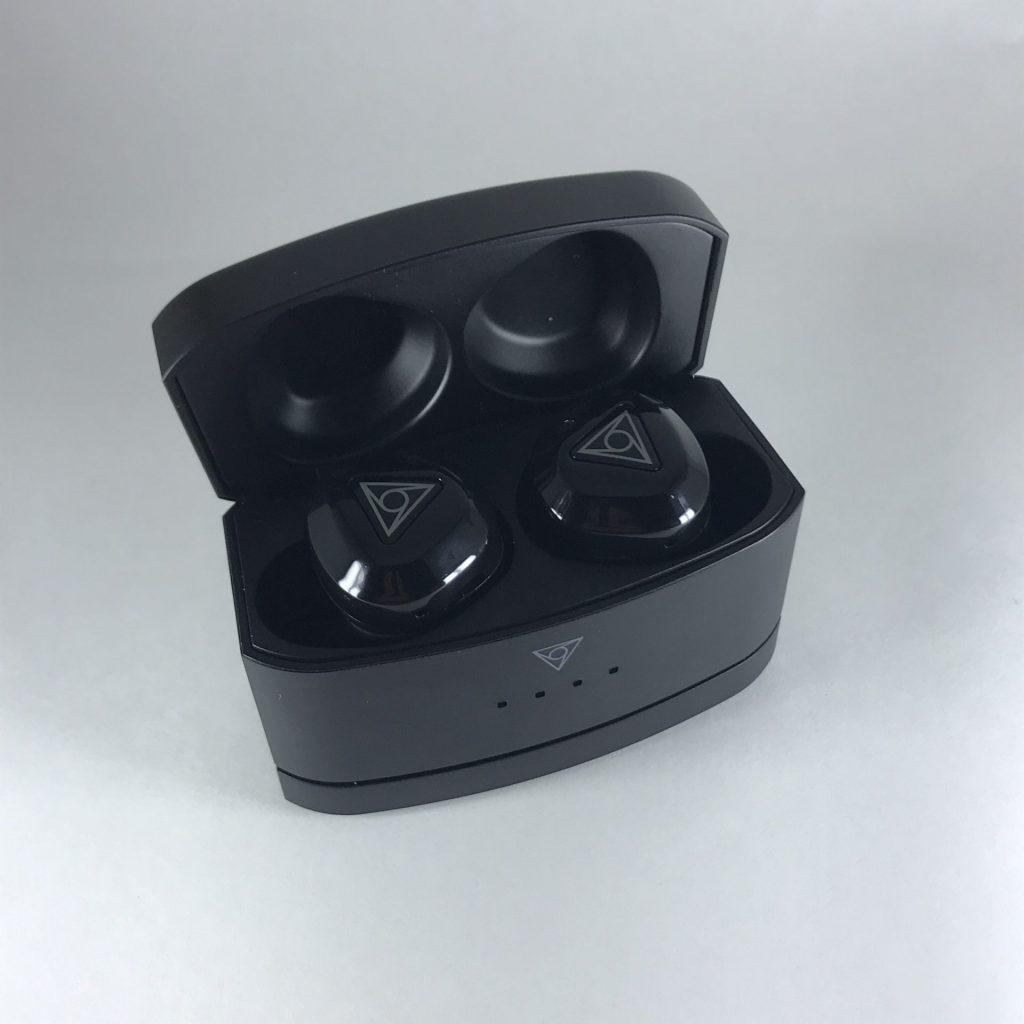 vie_fit2_case_earphone_no_charge_light